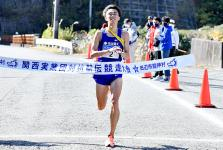 Ito storming in the 7th leg, making him the fastest runner in his leg